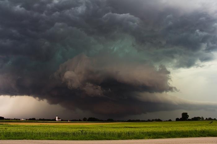 天候と季節の変化 - 台風は渦巻き状に並んだ積乱雲の集合体